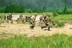 Une reconstruction de role-play d'une des batailles de la guerre mondiale 2 sur les périphéries de Moscou dans la région de Kalug Photo stock