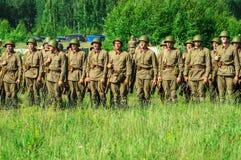Une reconstruction de role-play d'une des batailles de la guerre mondiale 2 sur les périphéries de Moscou dans la région de Kalug Photos stock