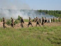 Une reconstruction de role-play d'une des batailles de la guerre mondiale 2 sur les périphéries de Moscou dans la région de Kalug Photo libre de droits