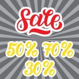 Une remise de vente a placé avec les pour cent et le volume Lettrage de vente sur le fond de gris de rayons Illustration Photos libres de droits