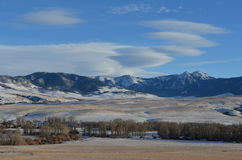 Une rivière plus audacieuse avec Rocky Mountains Photos libres de droits