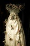 Une robe en soie rose rose Image libre de droits
