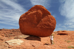 Une roche équilibrée Images libres de droits