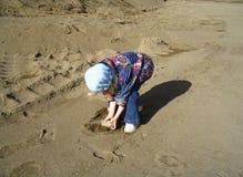 Une roche sur la plage Photo stock