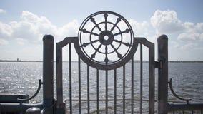 Une roue admirablement conçue en métal images libres de droits