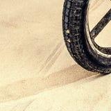 Une roue en bois de vintage, fragment Images stock
