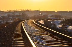 Une route ferroviaire d'or en hiver Image libre de droits