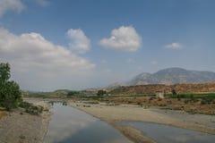 Une route pittoresque le long de la gorge de Karpuchay Photos stock