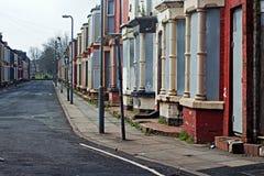 Une rue d'embarquer vers le haut des maisons abandonnées à Liverpool R-U Image libre de droits