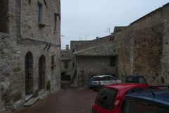 Une rue dans la ville de San Gimignano, Italie photographie stock