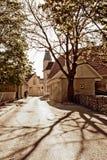 Une rue dans une petite ville Photo stock