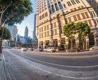 Une rue occupée de coucher du soleil à Los Angeles du centre Photos stock