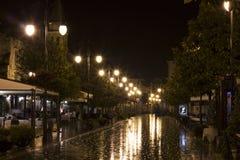Une rue pendant la nuit et la tempête Images stock