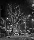 Une rue sombre à Londres, R-U la nuit Image stock