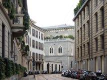 Une rue vide à Milan Photos libres de droits
