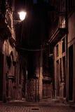 Une ruelle par nuit image stock