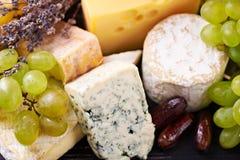 Une sélection de fromage fin images libres de droits