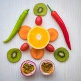 Une sélection des légumes frais pour une alimentation saine de coeur comme recommandé par des médecins Images stock
