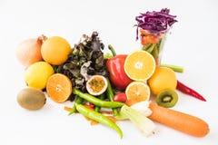 Une sélection des légumes frais pour une alimentation saine de coeur comme recommandé par des médecins Photographie stock libre de droits