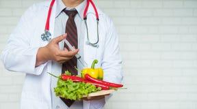 Une sélection des légumes frais pour une alimentation saine de coeur comme recommandé par des médecins Photo stock
