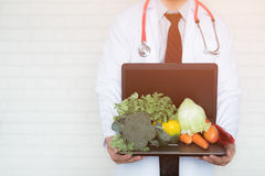 Une sélection des légumes frais pour une alimentation saine de coeur Image libre de droits