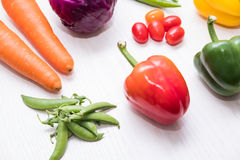 Une sélection des légumes frais pour une alimentation saine de coeur comme recommandé par des médecins Image libre de droits