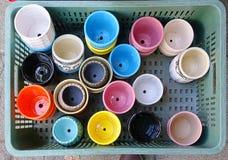 Une sélection des pots de fleur colorés Photos libres de droits