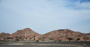 Une série de montagnes stériles en Oman Image libre de droits