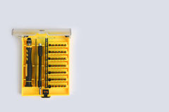 Une série de petit tournevis a placé pour serrer l'électronique Image stock