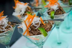 Une salade fraîche vibrante d'été Image libre de droits