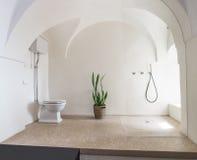 Une salle de bains blanche Photographie stock