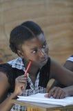 Une salle de classe citent dedans Soleil- Haïti. Image libre de droits