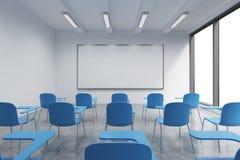 Une salle de classe ou une salle de présentation à une université ou à un bureau moderne de fantaisie Chaises bleues, un tableau  Photo stock