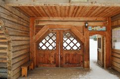 Une salle en bois dans un monastère Photos libres de droits