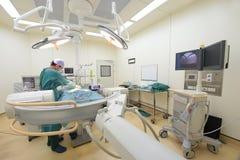 Une salle en fonction de chirurgie vétérinaire Photos libres de droits