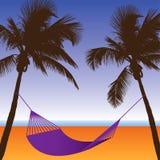 Une scène de plage de palmier et d'hamac illustration de vecteur