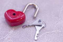 Une serrure en forme de coeur et clés Photo libre de droits