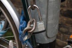 Une serrure et un Rusty Chain Images stock