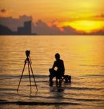 Une silhouette de photographe Photographie stock