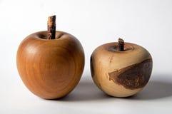 Une similarité d'une pomme faite de bois image stock