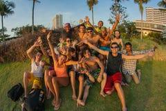 Une société des jeunes de différents pays Photos stock
