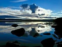 Une soirée à l'eau de Kielder, parc du Northumberland, Angleterre Image libre de droits