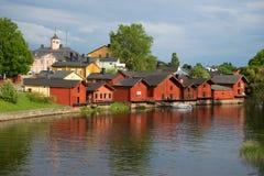 Une soirée nuageuse de juin dans la vieille ville Porvoo, Finlande Image stock