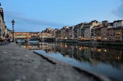 Une soirée près de Ponte Vecchio Images libres de droits