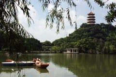 Une source chinoise de stationnement d'horizontal Photo stock