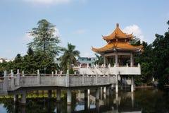 Une source chinoise de stationnement d'horizontal Images stock