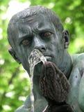 Une statue d'un serpent et d'une eau au centre de Belgrade, Serbie photographie stock libre de droits