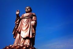 Une statue en bronze de Sakyamuni Photographie stock