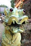 Une statue futuriste folle de monstre Images libres de droits