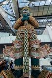 Une statue géante énorme de culture thaïlandaise à l'aéroport de Suvarnabhumi Photographie stock